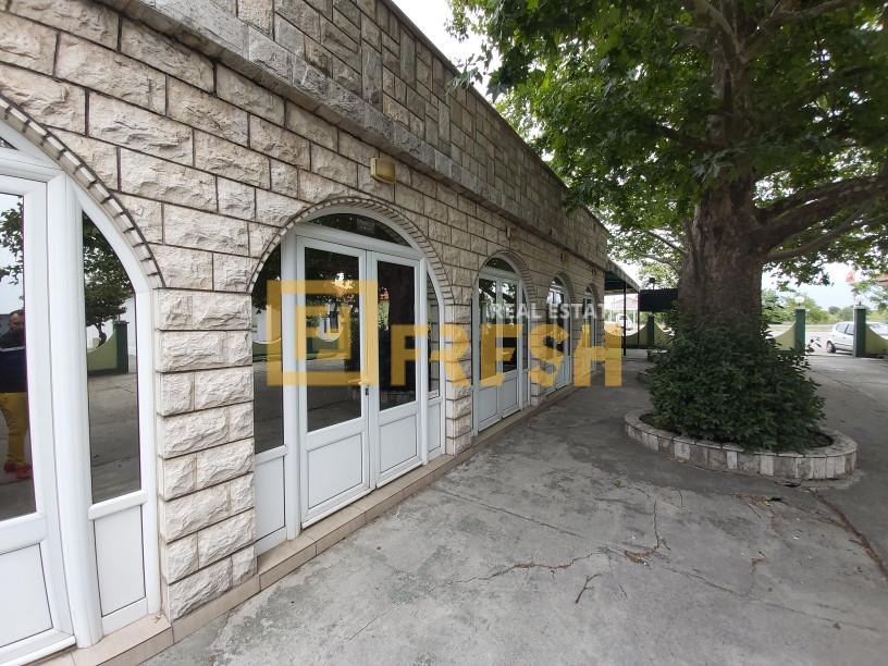 Stambeno poslovni prostor, 400m2, Golubovci, Prodaja - 2