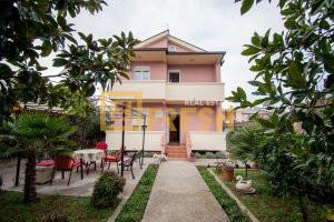 Kuća, 200m2, na placu od 325m2, Tološi, Prodaja - 1