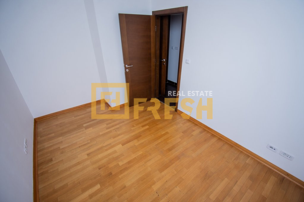Dvosoban nenamješten stan, 77m2, Blok 6, Izdavanje - 11