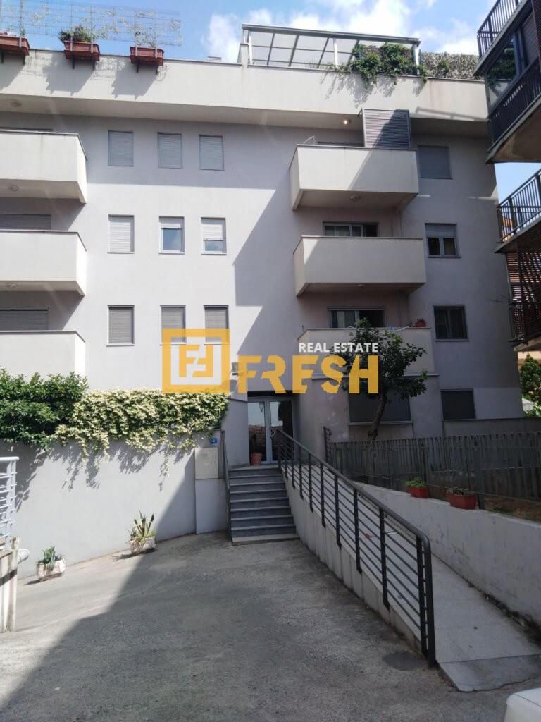 Dvosoban stan, 64m2, Gorica C, Prodaja 1